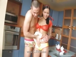 Teen couple sexing in the kitchen hard