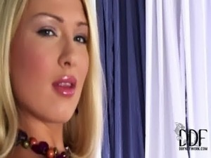 Bodacious Lucy Heart Fills Her Fanny With A Gold Butt Plug free