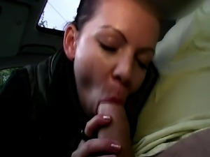 Publicsex euro amateur fucks and sucks the taxi drivers cock in his cab