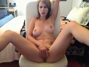 Amarante Begs You Jerk YOur Cock On Cam