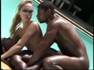 Loira Puta Se Dando de Bem com 2 Negros Deliciosos free