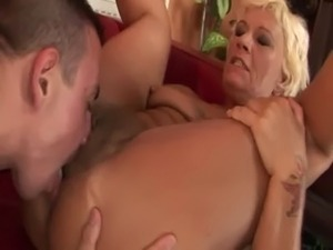 Granny gets her pussy licked and fucked free
