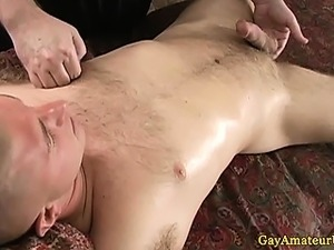 Straight amateur hunk gets handjob by a lucky jock