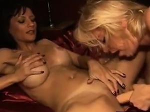 Licking That Dirty Pussy And Kissing