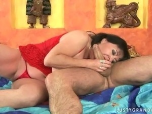 Chubby mature babe getting fucked by a well hung dude