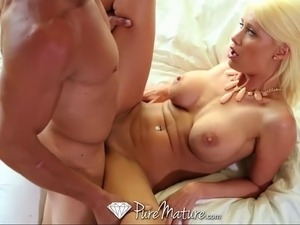 Big-titted blonde gets facial from big cock