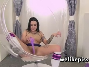 Kirsten plant pisses into her chair before sitting and playing in her wet mess