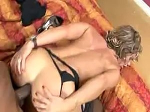 Mom anal fucked by black muscle stud