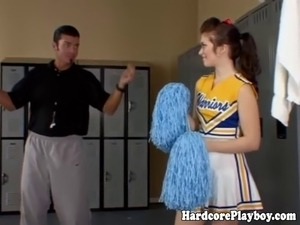 Amateur college cheerleader pussy drilled
