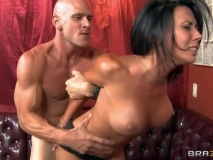 Busty soldier girl Rachel Starr is back from war and