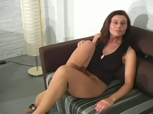 Big tear in her tight pantyhose is so good for tough fingering