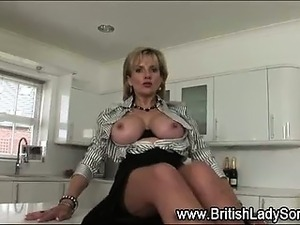 Solo brit Lady Sonia in stockings