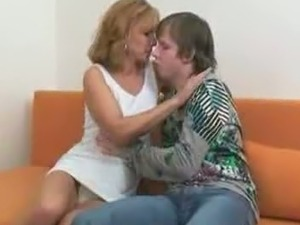Pretty Hot Mom With Young Boy    724adult com