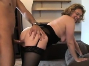 French mature Francoise analfucked in stockings