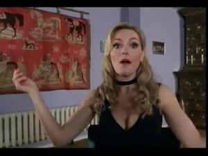 Martina Hill als sexy Verbrecherin