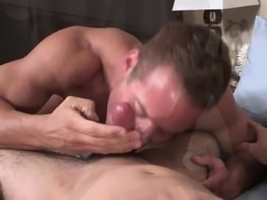Gym buddies blows each other cock