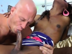 Black ebony shemale tranny sucked off