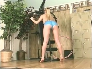 Lusty blond gym rat stretches her pussy at gym