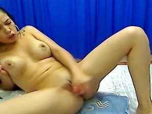 Very HOT and WET Orgasm! See how this pretty babe finger fucks herself and...