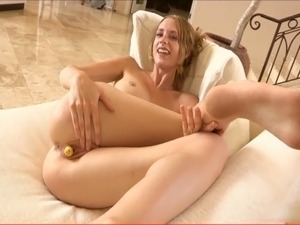 Squirting beauty fists herself and fucks a vegetable