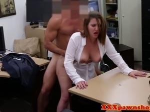 Hiddencam amateur fucks her pawnbrokers cock for cash