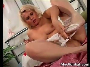 Dirty fat blond woman wanking her shaved part4