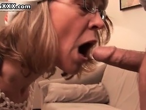 Dirty mature mom in stockings sucking part2