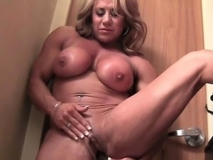 Female Muscle Cougar With A Big Clit