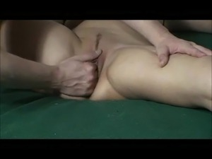 Amatuer Wife Cumming while getting Fisted