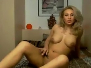 Beautiful Amateur GF Spreads Pussy and Smokes on Cam