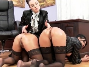 Wet n messy domina fisted