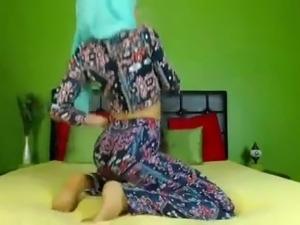 Sexiest Hijabi Working That Ass