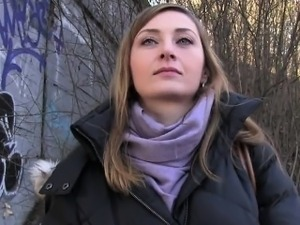 Fake agent bangs Czech amateur in public