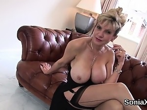 Cheating british mature lady sonia pops out her heavy tittie