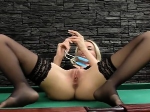 Horny czech chick stretches her yummy hole to the extreme