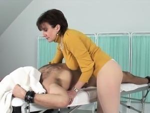 Cheating british mature lady sonia presents her gigantic tit