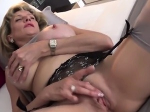 Cheating british milf lady sonia presents her big boobs