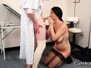 Unusual peach gets sperm load on her face swallowing all the