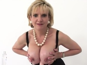 Unfaithful british mature lady sonia pops out her massive bo