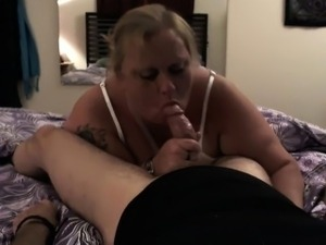 Chunky blonde housewife uses her luscious lips to please a