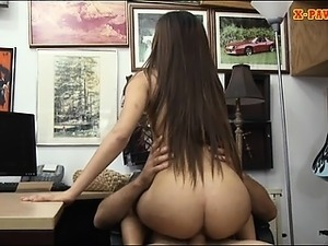 Pretty brunette babe sucks off and fucked by pawn guy