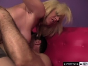 Bootylicious blonde Sindi Star spreads her stockinged legs for an ass fuck