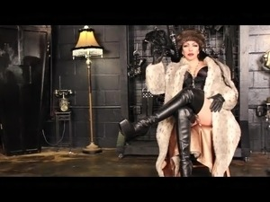 A fur smoking holder Mistress 1