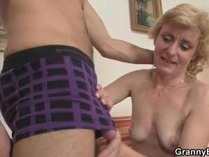 Young dude picks up old blonde for play