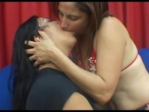 deep tongue kiss 2266
