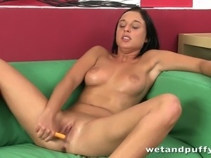 Cutie spreads her cunt with her sex toys