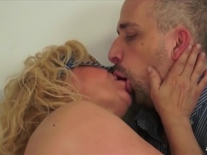 ScambistiMaturi - Dirty Italian Masturbates While Giving BJ