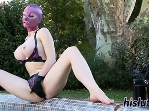 Latex-clad slut spreads her juicy meat hole