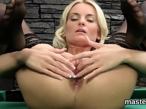Peculiar czech chick gapes her juicy cunt to the special