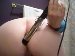 Nice wife fuck her ass with her curling iron